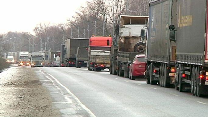 Autópályákat zártak el az útdíjak ellen tiltakozó kamionosok Moszkvánál
