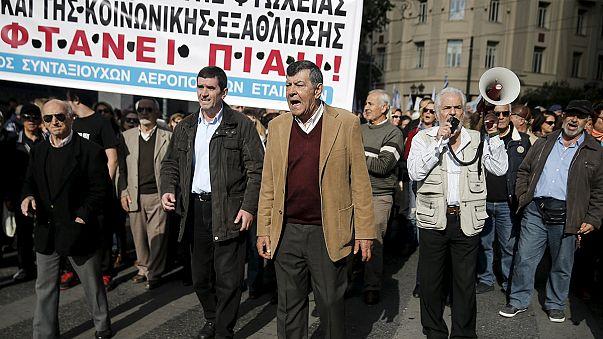 Συνθήματα κατά των αλλαγών σε ασφαλιστικό και συντάξεις κυριάρχησαν στην 24ωρη απεργία ΓΣΕΕ/ΑΔΕΔΥ