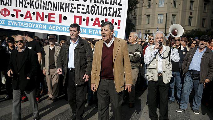 Manifestation et grève générale en Grèce à la veille du vote du budget