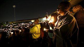 Cerca de 4 000 personas acudieron, anoche, a la vigilia por las víctimas del tiroteo de San Bernardino en California