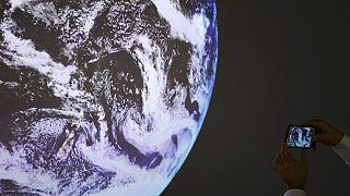 «Αυτή η λεπτή μπλε γραμμή  κάνει τον πλανήτη μας κατοικίσιμο.»