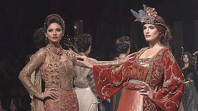 Barocke Mode aus Karachi und Pariser Eleganz in Roms Filmstudios