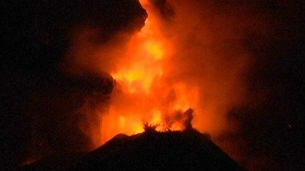 Italy: Etna eruption