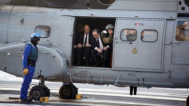 Hollande besucht überraschend französischen Flugzeugträger Charles de Gaulle