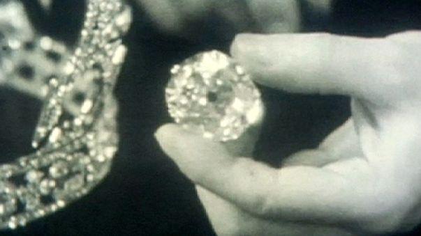 """""""Isabel II, devuélvenos nuestro diamante"""""""