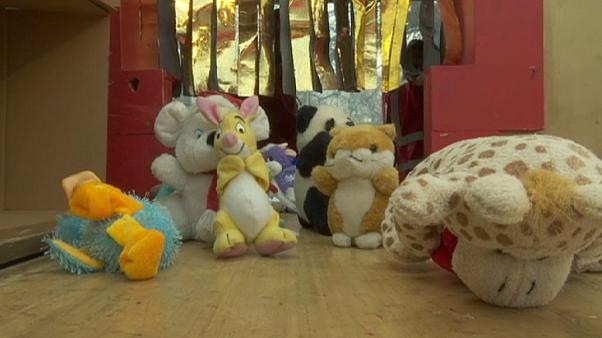 تجربة مصنع ألعاب بالمجر في مساعدة الاطفال الفقراء قبل الاعياد