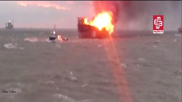 آتش سوزی در سکوی نفتی آذربایجان بیش از ۳۰ کشته برجای گذاشت