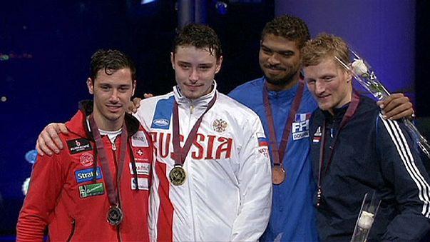 Rus Anokhin eskrimde altın madalyanın sahibi