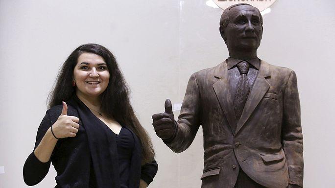 Putin'in çikolatadan heykeli sergileniyor