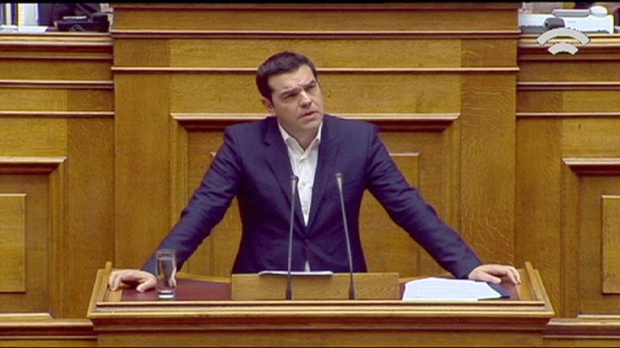 Grécia: Parlamento aprova Orçamento para 2016 com poupança e cortes nas pensões