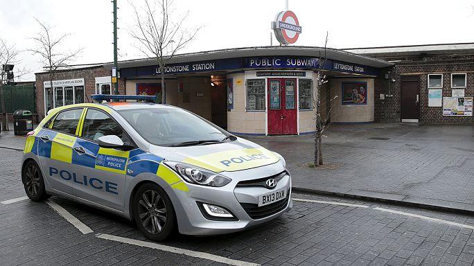 طعن ثلاثة أشخاص بسكين في مترو لندن