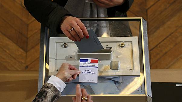 Fransa'daki bölgesel seçimlerde aşırı sağcıların zaferi bekleniyor