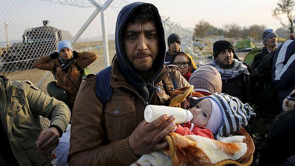 Göçmenler Makedonya sınırından geri dönüyor