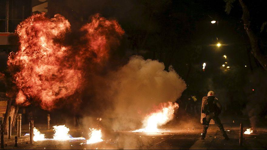 اشتباكات عنيفة بين الشرطة وفوضويين في أثينا