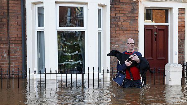 أمطار غزيرة وفيضانات كبيرة تشل الشمال الغربي من المملكة المتحدة