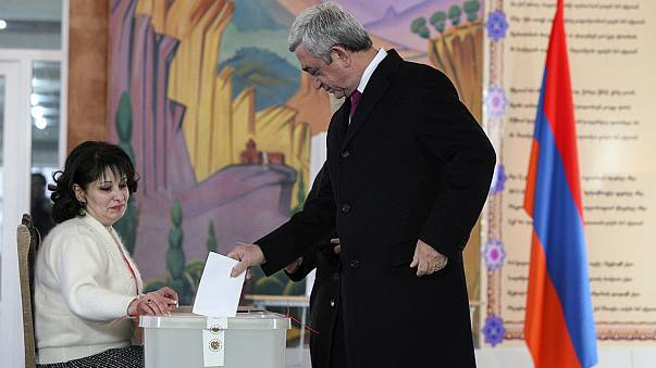 Megfosztották jogköreitől az örmény elnököt
