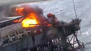 Azerbaycan'da petrol platformunda yangın can aldı