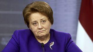 Dimite la primera ministra de Letonia