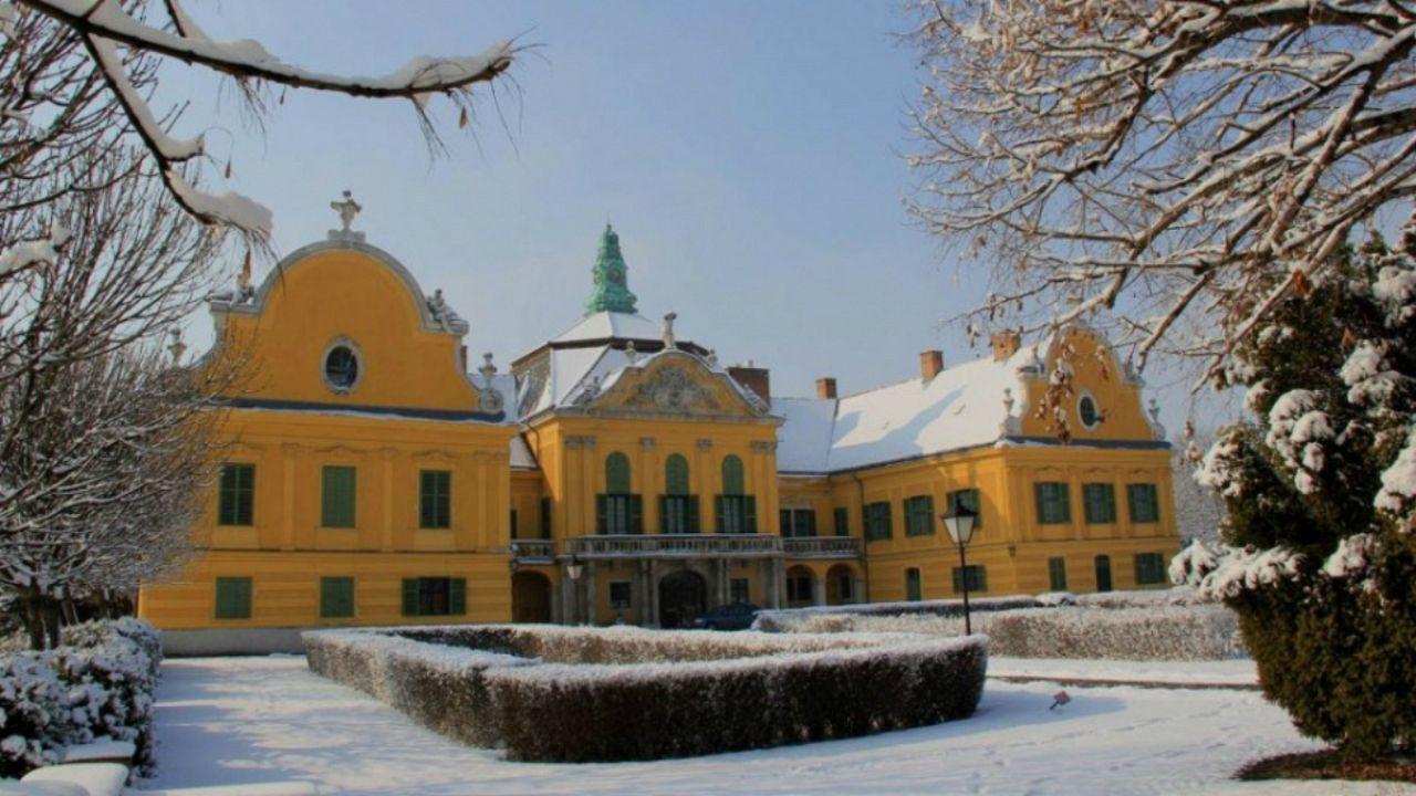 Karácsony két kastélyban
