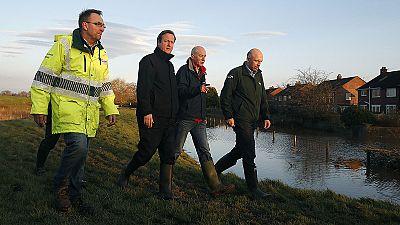 Royaume Uni : au mois deux morts et 45.000 personnes affectées par la tempête Desmond