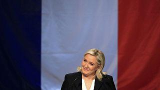 Los socialistas franceses se plantean dar la victoria a los conservadores en las elecciones regionales para frenar al Frente Nacional