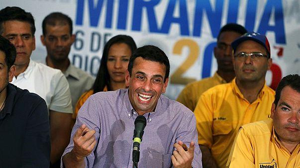 La oposición venezolana se quedaría a un escaño de la mayoría de dos tercios, según los últimos resultados