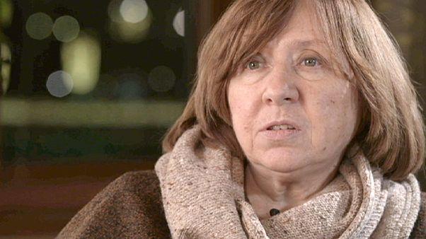 """البيلاروسية سفيتلانا اليكسييفيتش الحاصلة على جائزة نوبل للاداب 2015 :"""" كل الكتاب الروس الذين حصلوا على جائزة نوبل  تعرضوا لمضايقات من روسيا"""""""