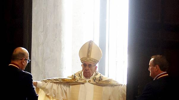 Ferenc pápa kitárta a kaput, megnyitotta az irgalmasság szentévét