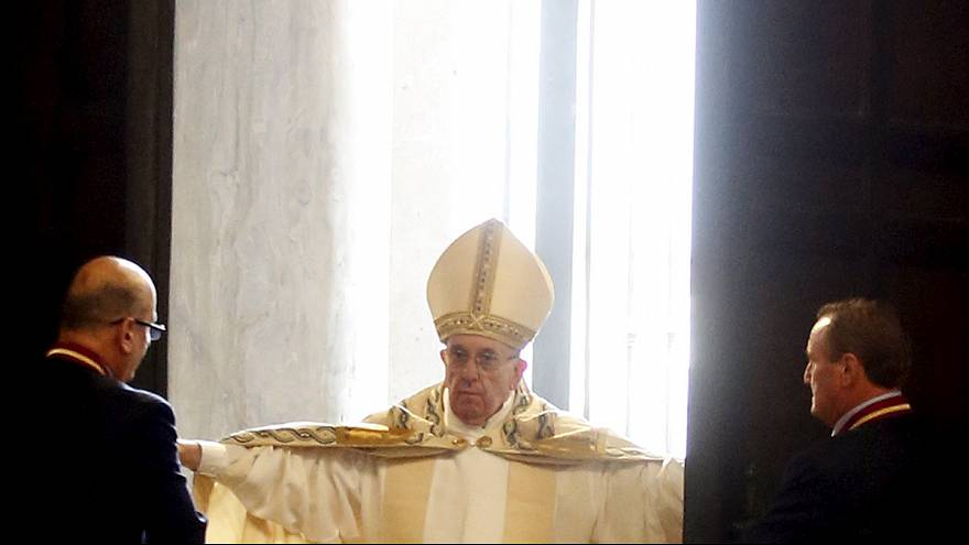 Pope officially opens the Holy Year of Mercy