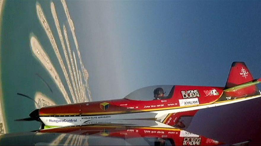 El cielo de Dubai se llena de acrobacias