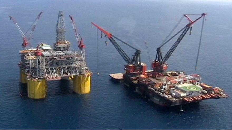 Petrolio sotto i $40: un dilemma per i mercati, un aiuto per le famiglie