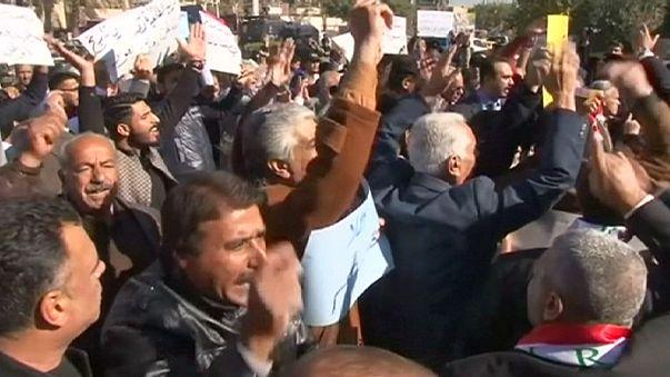 Protesto em Bagdade contra a presença de tropas da Turquia no norte do Iraque