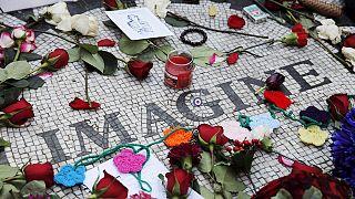 Les fans de John Lennon commémorent les 35 ans de son assassinat