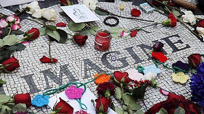 Fãs recordam John Lennon no 35° aniversário da sua morte