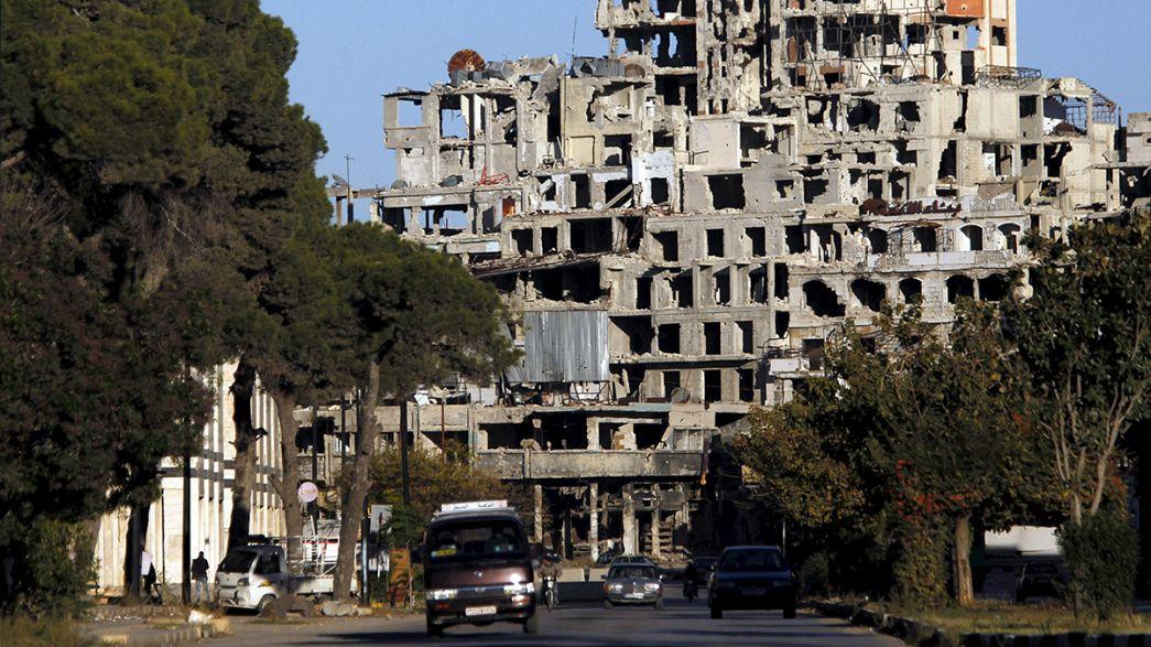 Homsz éledezik a romok tetején