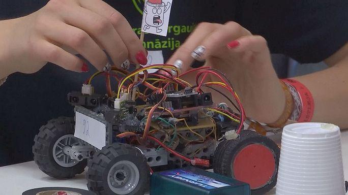 Estonya'da çocuk yaşta mucitler Robotex 15 için buluştu