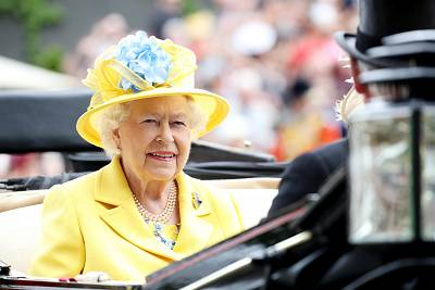 Queen Elizabeth II arrived by carriage in a bright yellow outfit.
