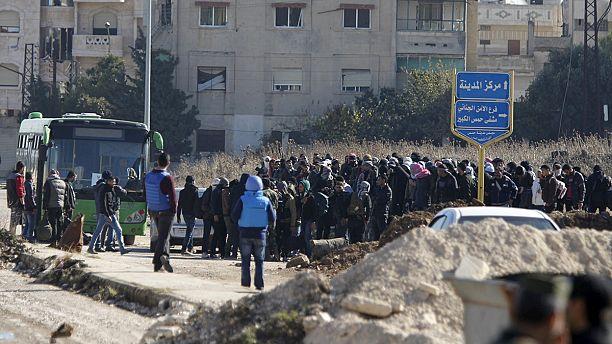 مقاتلو المعارضة السورية يخرجون من آخر الأحياء المحاصرة في حمص