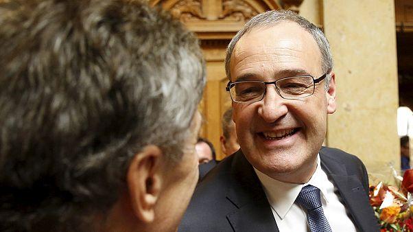 Suisse : Guy Parmelin, un modéré de l'UDC, élu au Conseil fédéral