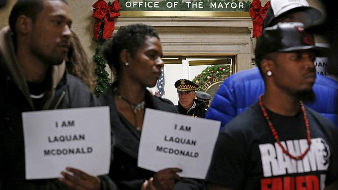 مظاهرة شعبية للمطالبة باستقالة عمدة شيكاغو