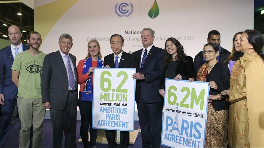 """""""Есть еще трудности"""" - президент Франции об итоговом соглашении COP-21"""