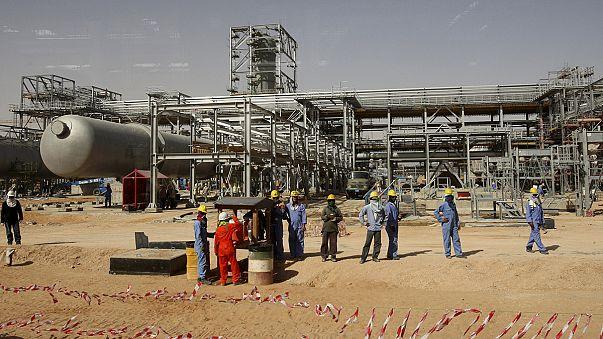 Η παραγωγή- ρεκόρ από τον ΟΠΕΚ κρατάει χαμηλά το πετρέλαιο