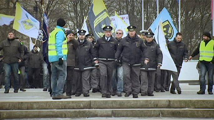 Les policiers slovènes dans la rue