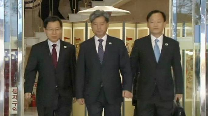Seoul officials meet with North Korean counterparts to improve relations