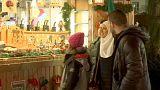 Suriyeli mülteciler Almanya'da noel pazarında