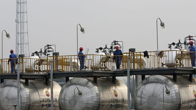 Нефть Brent подешевела до 7-летнего минимума