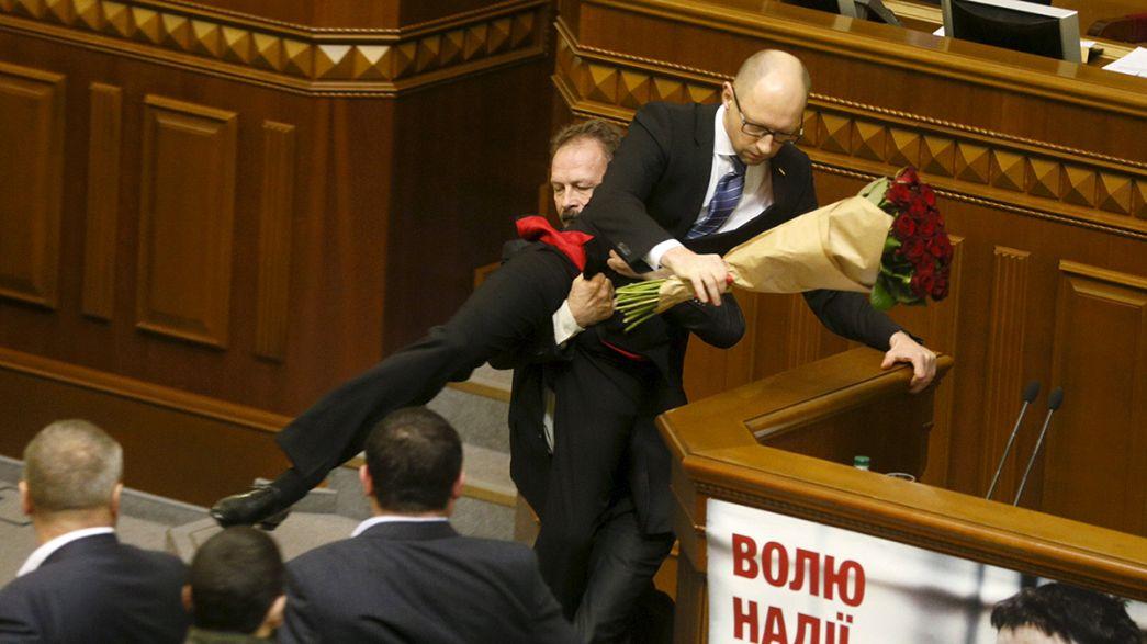 Ucrania: pelea protagonizada por diputados en el Parlamento