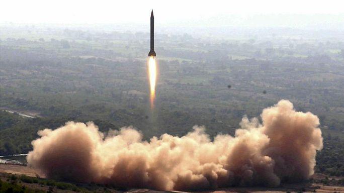 """باكستان تجري تجربة على الصاروخ البالستي """"شاهين ثلاثة"""""""