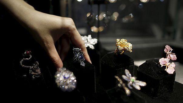 Paris: Dieb stiehlt millionenschwere Juwelen