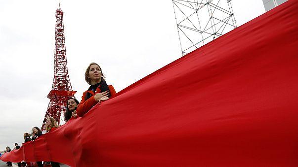 نوار قرمز رنگ به دور اجلاس آب و هوا در پاریس به نشانه عدم عبور از خطوط قرمز
